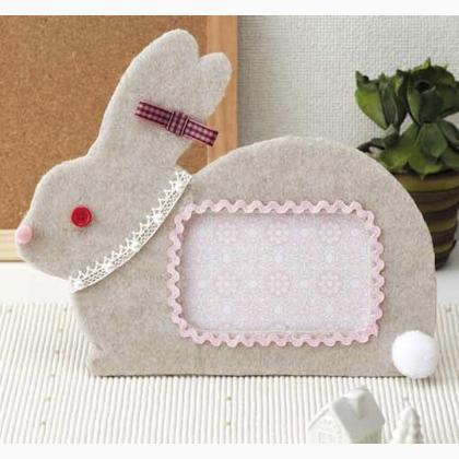 cadre pour photos en feutrine lapin de sun felt kit et pattern quilt et patchwork casa. Black Bedroom Furniture Sets. Home Design Ideas