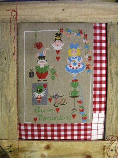 http://www.casacenina.fr/catalog/images/img_179/alice-in-wonderland-lili-violette.jpg